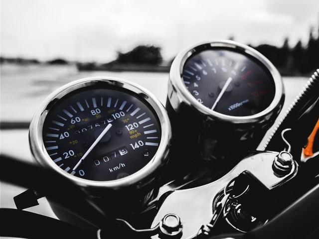 Hastighetsmätare på MC